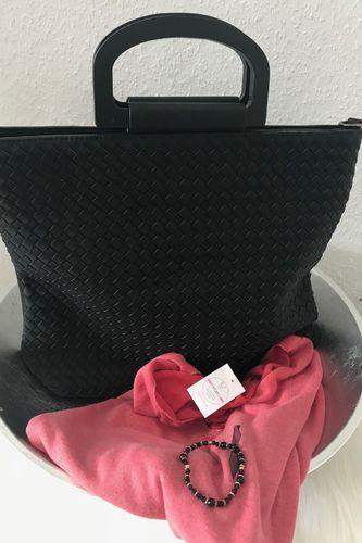 5a7d8b5293f34 Tasche in Schwarz mit Holzhenkel inkl.Umhängeriemen
