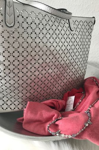 e2fdc37f98b8d Tasche in Silber inkl. Schminktasche und Umhängeriemen